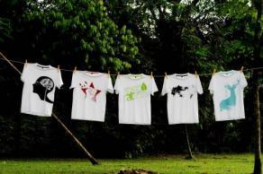 "at Home Creative公司策劃設計出品的環保主題""Green Mission綠色使命""系列T恤。(圖:光明日報)"